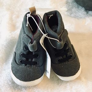 Old Navy high too baby shoes